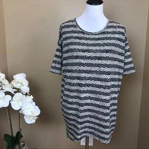 ❌4/$10 LulaRoe Black & Tan Irma Tunic Top